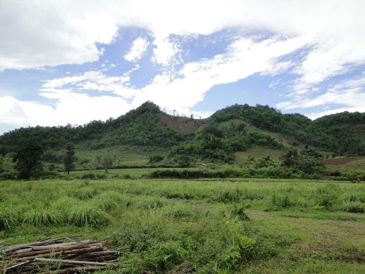 心道法師赴緬甸接受臘戌弄曼羅村長捐贈土地,開啟弄曼佛教城建設
